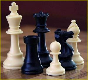 Reportaj Competiție orășenească de șah în centrul orașului